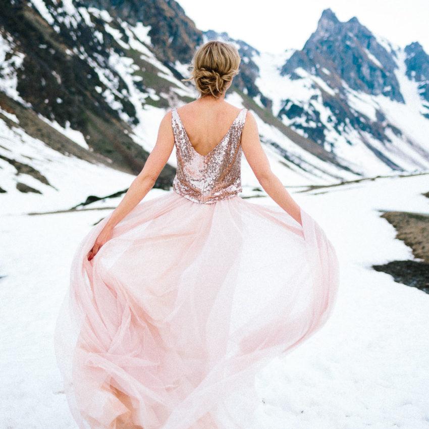 India – Modernes Hochzeitskleid mit Pailettentop in Gold Rosé