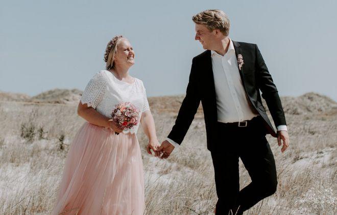 Wadenlanges Brautkleid mit Tüllrock und Spitzentop (Foto: Ihr Sagt Ja)