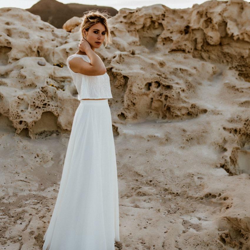 Isla 1 – Kurzärmeliges Hochzeitskleid mit Pailletten und Chiffonrock