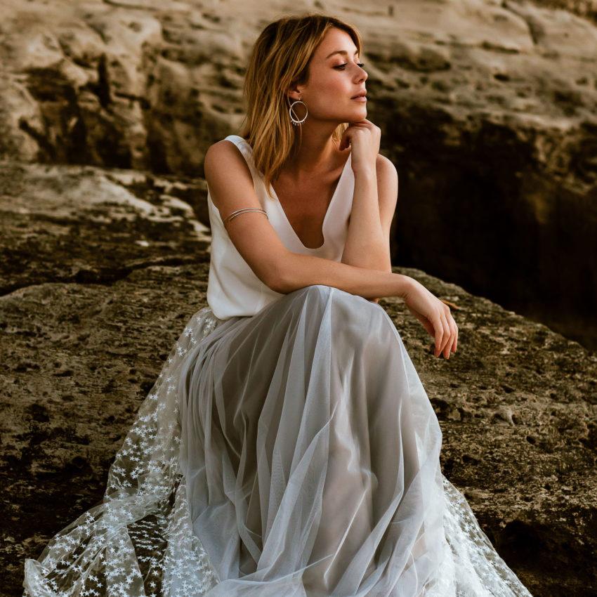 Maris – Brautkleid mit Seiden-Top, grauem Tüllrock und Überrock mit Sternen