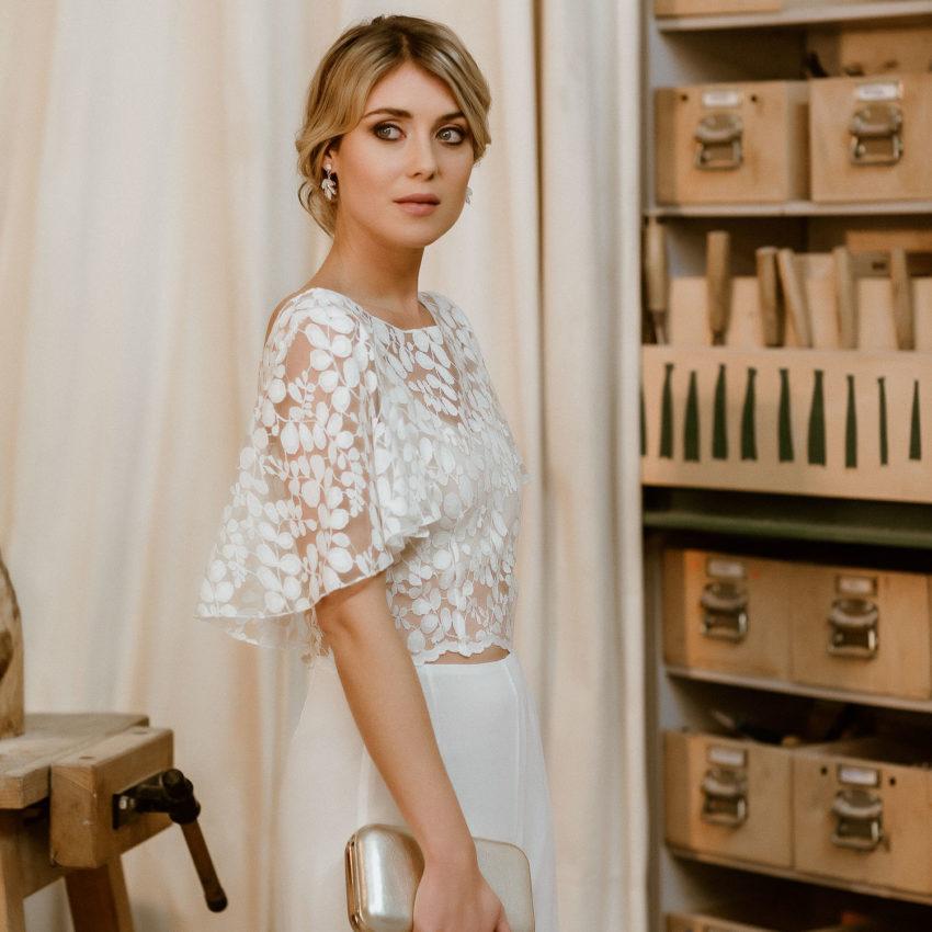 Lucy – Elegante Brauthose und Spitzentop für zweiteiligen Hosenanzug