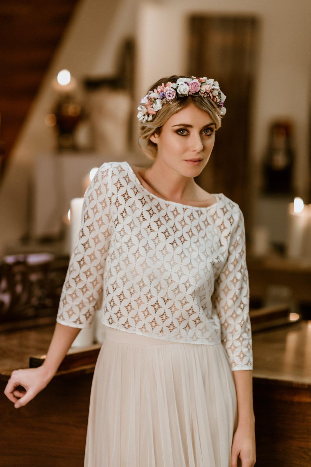 langes Brautkleid mit Tüllrock in Puderrosa und Spitzentop, Vorderansicht