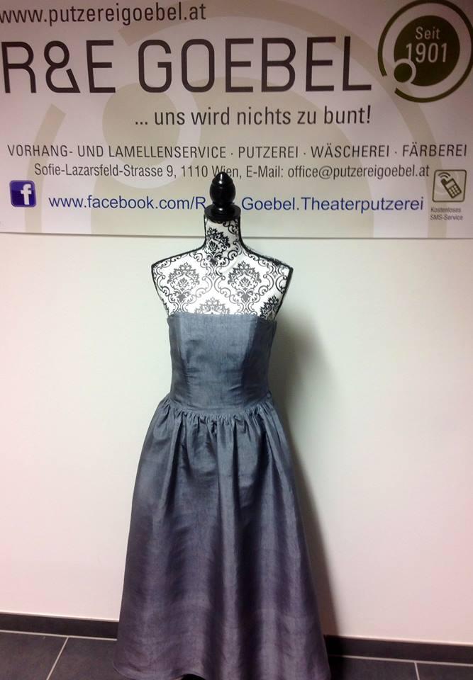 schlichtes Brautkleid in grau eingefärbt, Brautkleid recycling durch Einfärben