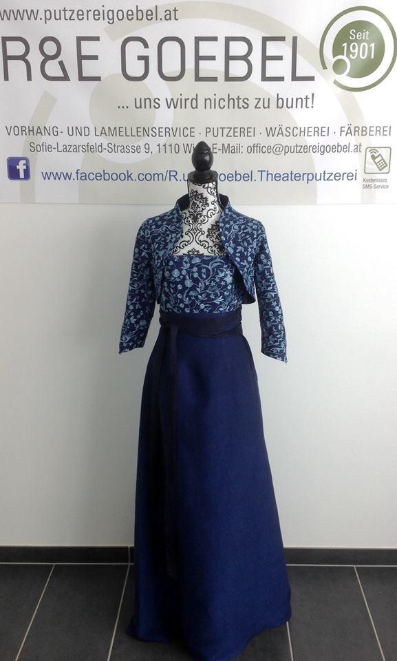 noni-eingefärbtes Brautkleid nach der Hochzeit von der Theaterputzerei Goebel in Wien
