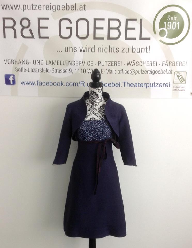 noni- Brautkleid nach der Hochzeit in Dunkelblau eingefärbt von der R&E Goebel Färberei in Wien