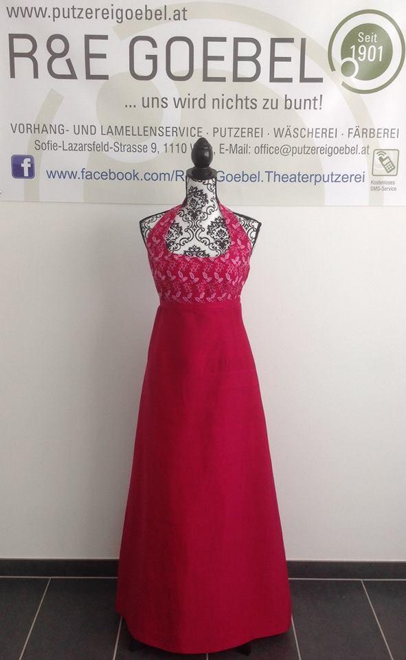 noni- Brautkleid nach der Hochzeit in Rot eingefärbt von der R&E Goebel Färberei in Wien