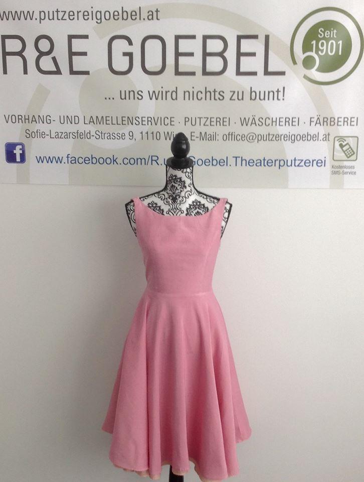 noni- Brautkleid nach der Hochzeit in zartem Rosa eingefärbt von der R&E Goebel Färberei in Wien