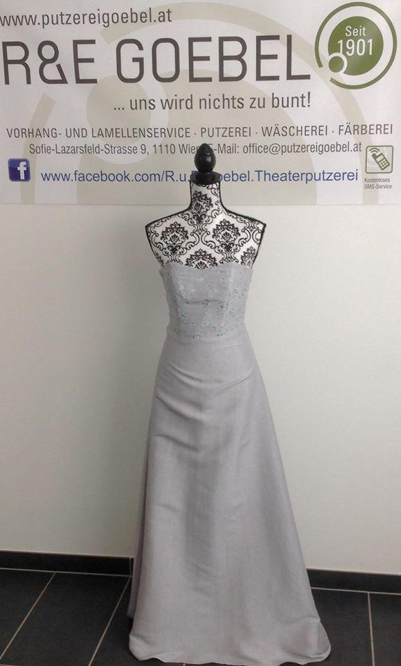 noni- langes schlichtes Brautkleid aus Seide, nach der Hochzeit in hellem Grau eingefärbt