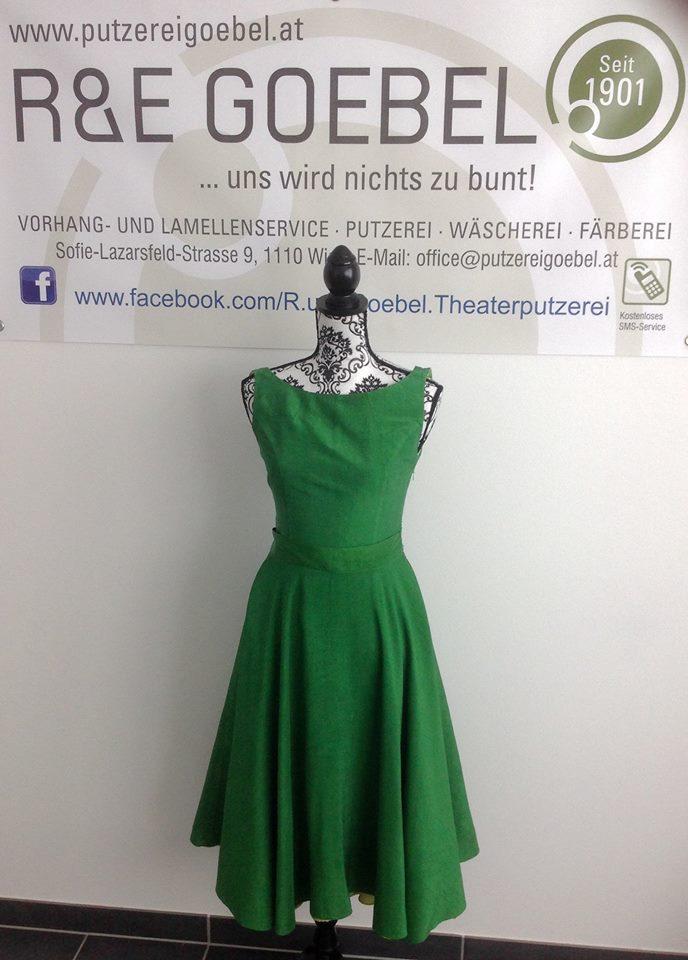 noni- Brautkleid nach der Hochzeit in Grün eingefärbt von der R&E Goebel Färberei in Wien