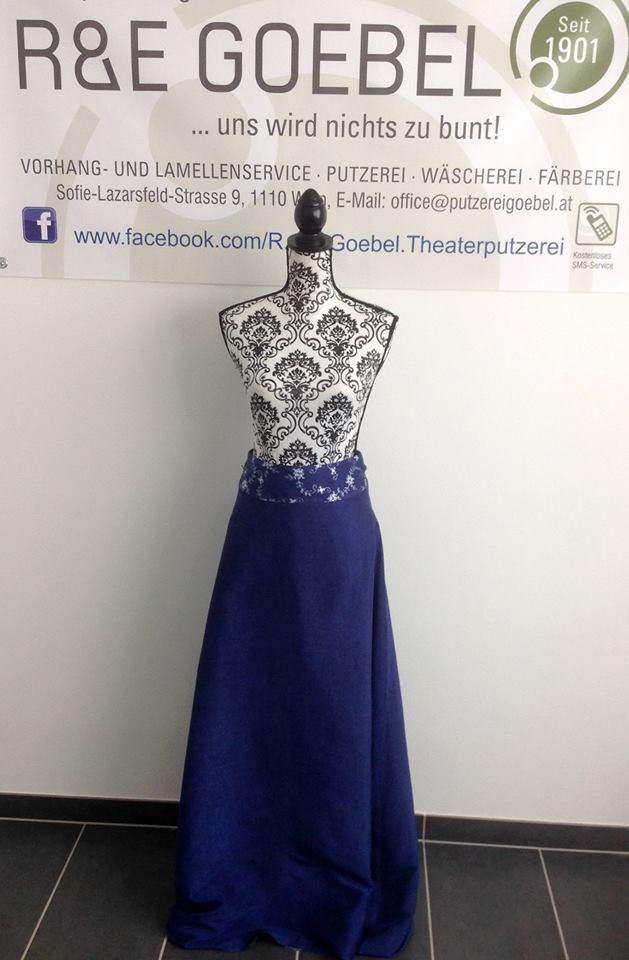 noni- langer Überrock für ein kurzes Brautkleid, nach der Hochzeit eingefärbt in Dunkelblau bei der Färberei Goebel in WIen