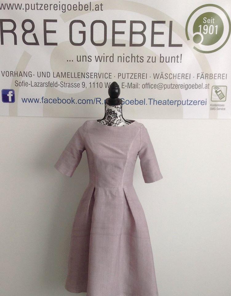 noni- kurzes, nachhaltiges Brautkleid mit Ärmeln, nach der Hochzeit eingefärbt in Silbergrau von der Färberei Goebel in Wien