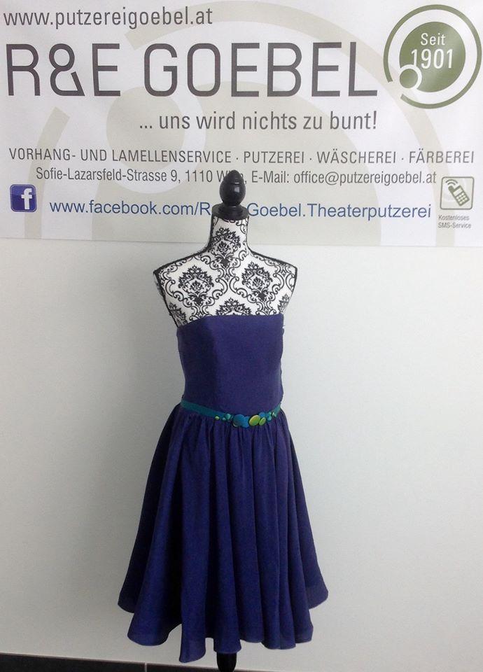 noni_Brautkleid nach der Hochzeit in Dunkelblau eingefärbt