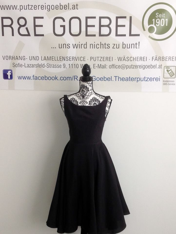 noni- Brautkleid, nach der Hochzeit  in schwarz eingefärbt von einer Brautkleidfärberei in Wien