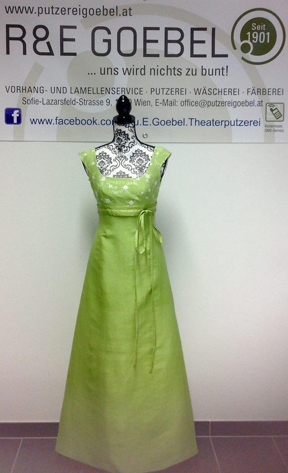 langes Brautkleid aus reiner Seide, nach der Hochzeit in frischem Grün eingefärbt
