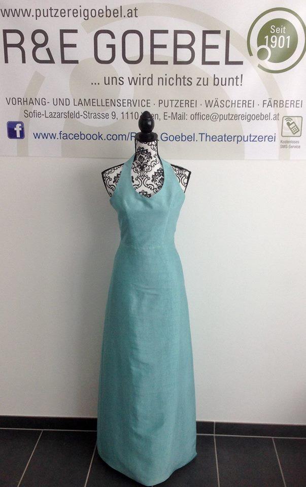 schlichtes Neckholder Brautkleid, nach der Hochzeit in Mint eingefärbt