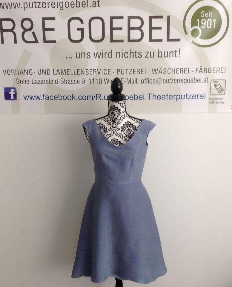 kurzes Brautkleid mit V-Ausschnitt, nach der Hochzeit in edlem Grau eingefärbt und nun als Sommerkleid weiter tragbar