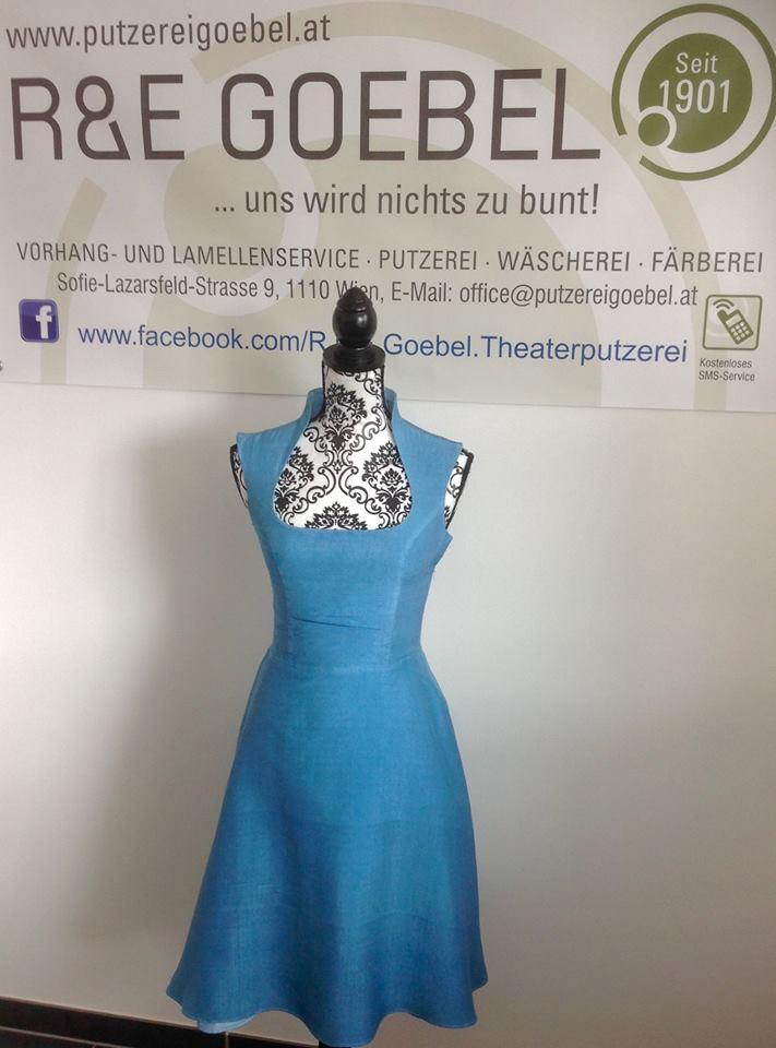 kurzes 50er Jahre Brautkleid nach der Hochzeit in Hellblau eingefärbt