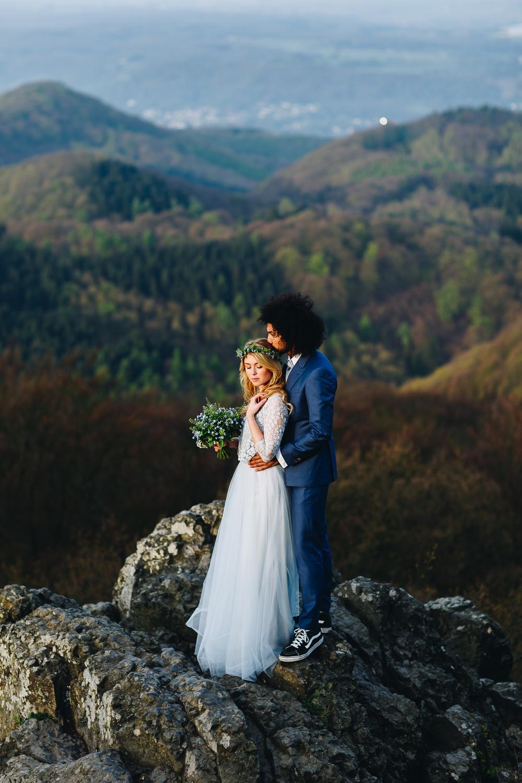 Boho Brautkleid in Blau, zweiteilig mit Spitzentop und Tüllrock