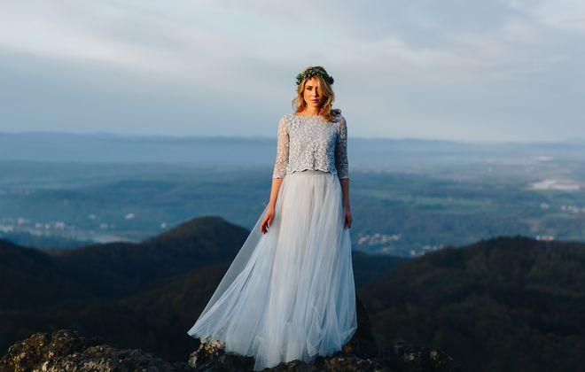 Boho Brautkleid in Blau, zweitilig mit Spitzentop und Tüllrock