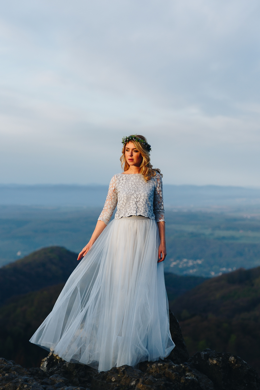 noni Brautkleider 2018 - jetzt entdecken! | Boho Brautkleid in Blau, zweiteilig mit Spitzentop und Tüllrock