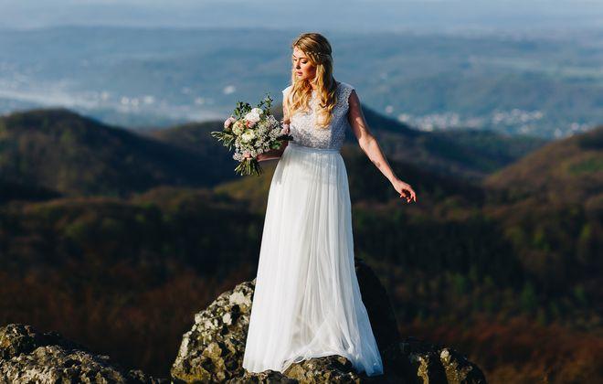 Boho Brautkleid mit Spitze und Tüllrock (Foto: Le Hai Linh)