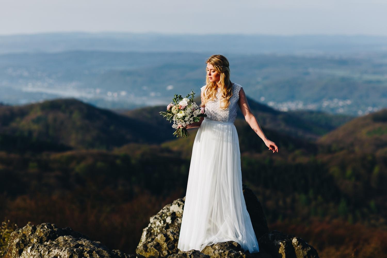 noni Brautkleider 2018 - jetzt entdecken! | Brautkleid mit Spitze im Boho Stil  (Foto: Le Hai Linh)