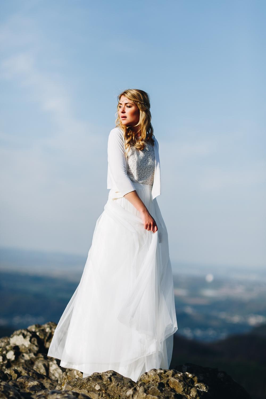 Brautjacke zum Boho Brautkleid mit Spitze und Tüllrock