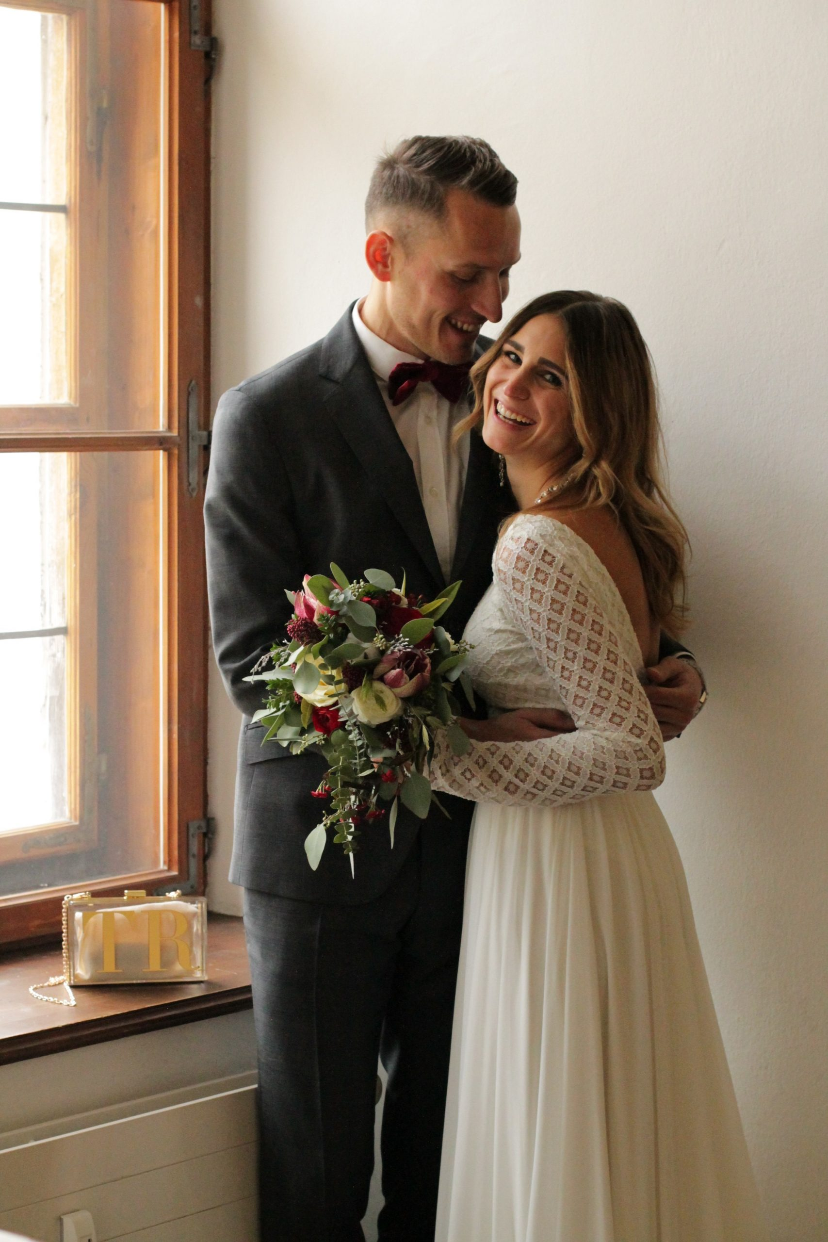 Boho Brautkleid mit geometrischer Spitze für Hochzeit in Salzburg, Oesterreich