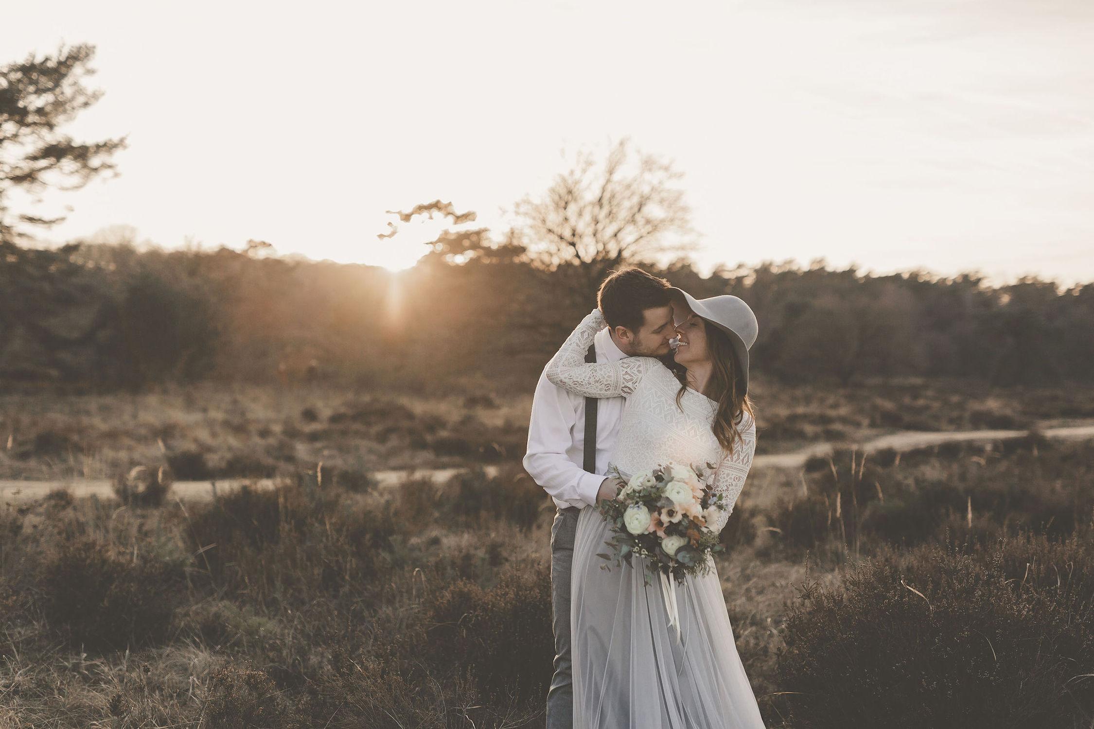 Boho Brautkleid mit Tüllrock in Grau