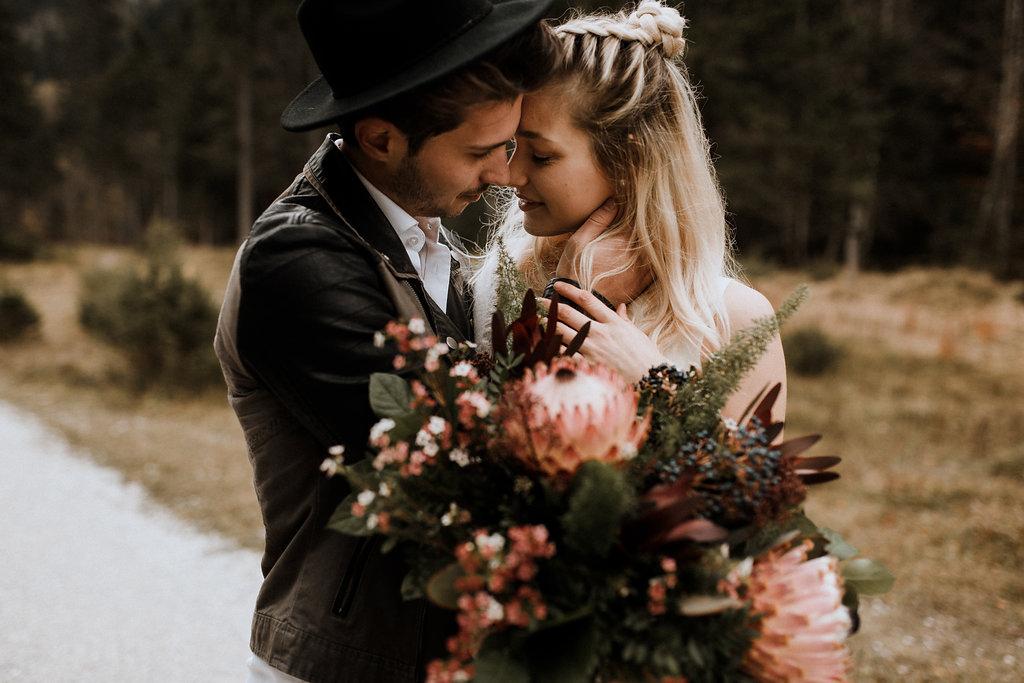 Boho Brautkleid Zweiteiler, mit Brautstola zur Winterhochzeit