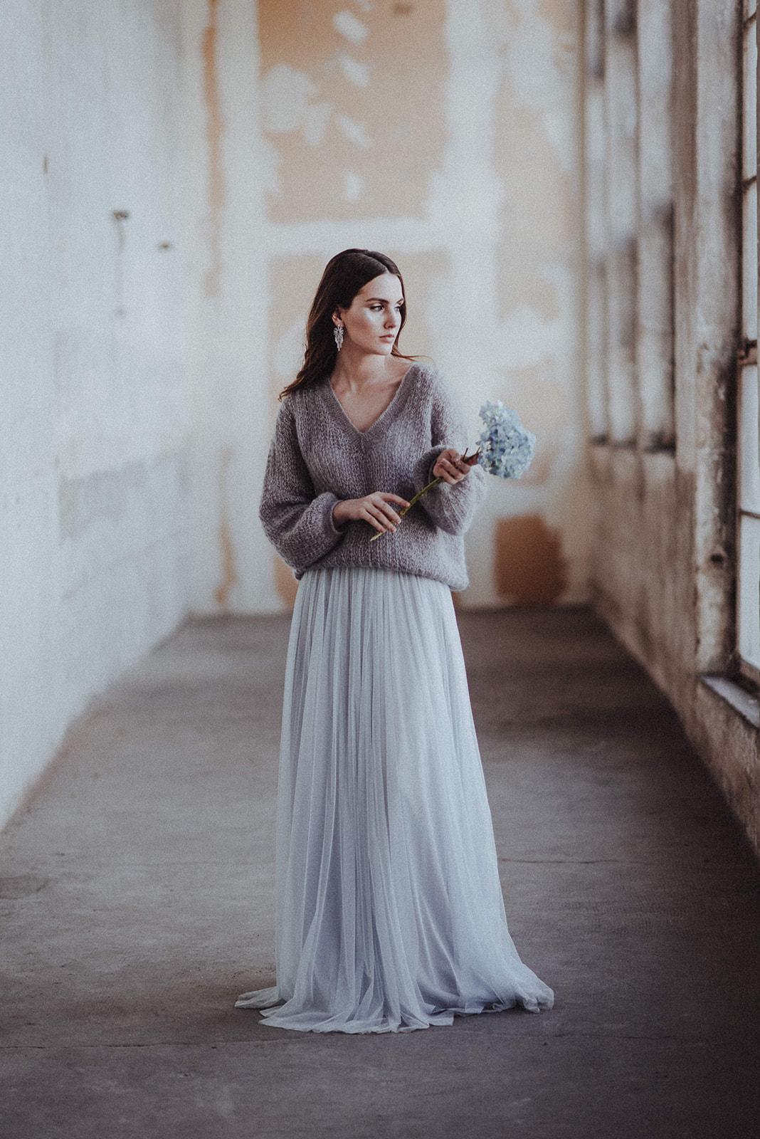 Boho Glam Brautkleid Inspiration in Blau-Grau und Silber