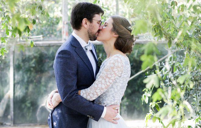 Boho Hochzeit mit blauem Brautkleid Zweiteiler mit Spitze und Tüllrock