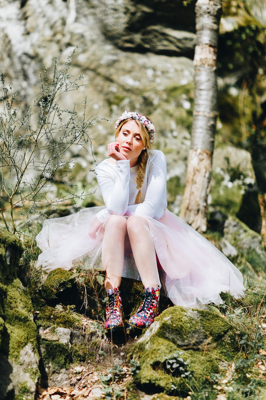 Braut Pullover mit farbigem Tüllrock