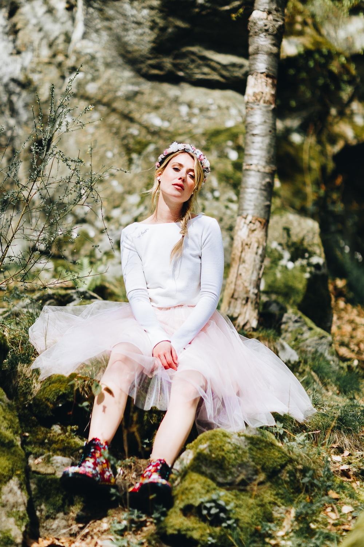 noni Brautkleider 2018 - jetzt entdecken! | Braut Pullover mit farbigem Tüllrock (Foto: Le Hai Linh)