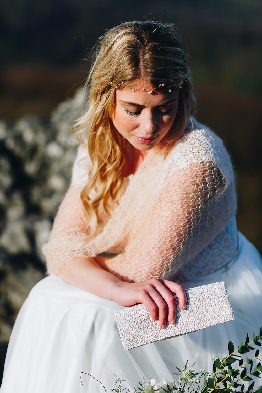 noni Brautkleider 2018 - jetzt entdecken! | Braut Schal Boho Brautkleid mit Spitze und Tüllrock (Foto: Le Hai Linh)