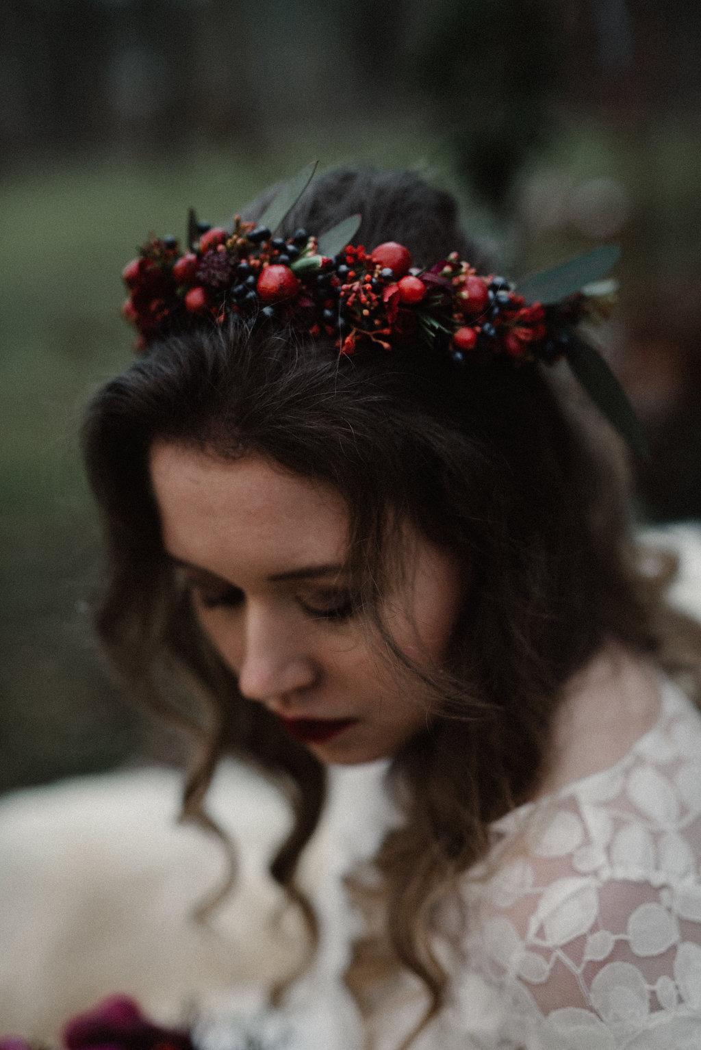 Braut Blumenkranz rot, mit Beeren