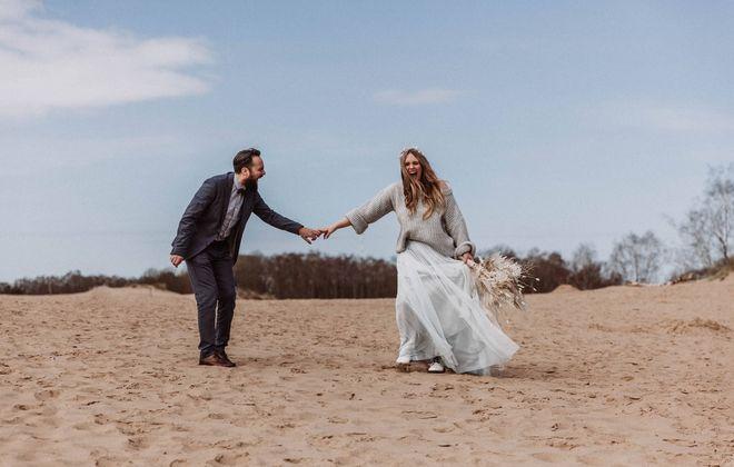 Braut Rock aus Tüll in Blau zur Hochzeit, kombiniert mit Braut Pullover (Foto: Tizian Veigel)