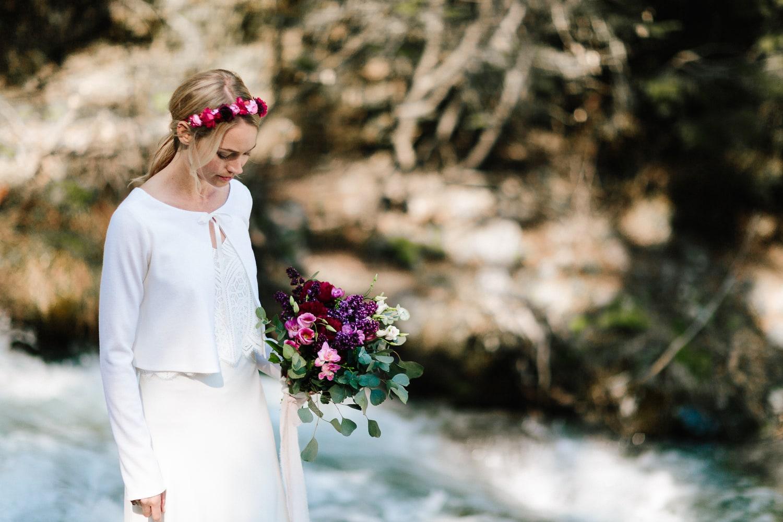noni Brautkleider 2019 | Brautjacke Ivory, schlicht und modern (Foto: Jennifer Nilsson, Le Hai Linh)