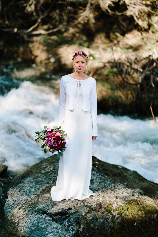 Brautjacke Ivory, schlicht und modern