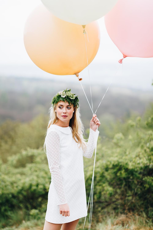 noni Brautkleider 2018 - jetzt entdecken! | Brautkleid für das Standesamt mit Spitze und Ärmel (Foto: Le Hai Linh)