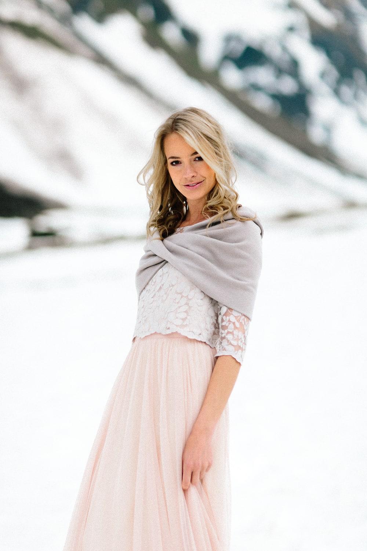 noni Brautkleider 2019 | Brautkleid in Blush mit Spitzentop und Tüllrock (Foto: Le Hai Linh)