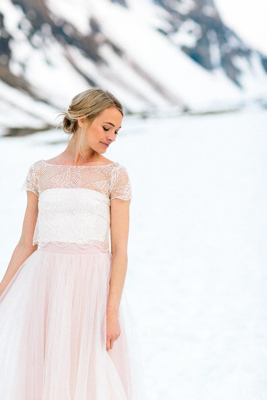 noni Brautkleider 2019 | Brautkleid in Rosa mit Perlen Top und Tüllrock (Foto: Le Hai Linh)