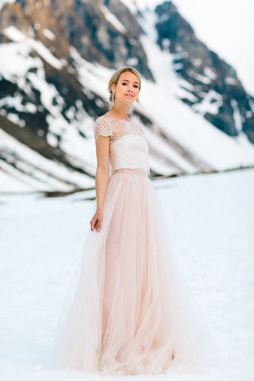 noni Brautkleider 2019 | Brautkleid in Rosa mit Perlen Top und Tüllrock (Foto: Jennifer Nilsson, Le Hai Linh)