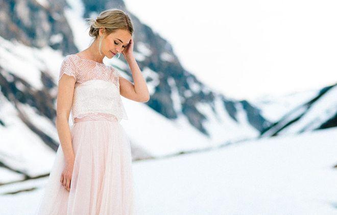Brautkleid in Rosa mit Perlen Top und Tüllrock (Foto: Jennifer Nilsson, Le Hai Linh)