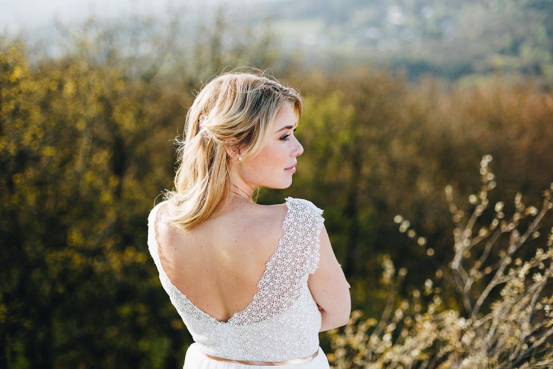 Brautkleid kurz, mit Spitze, rückenfrei