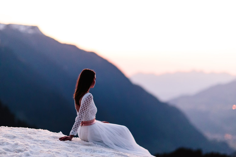Brautkleid rückenfrei mit langem Ärmel