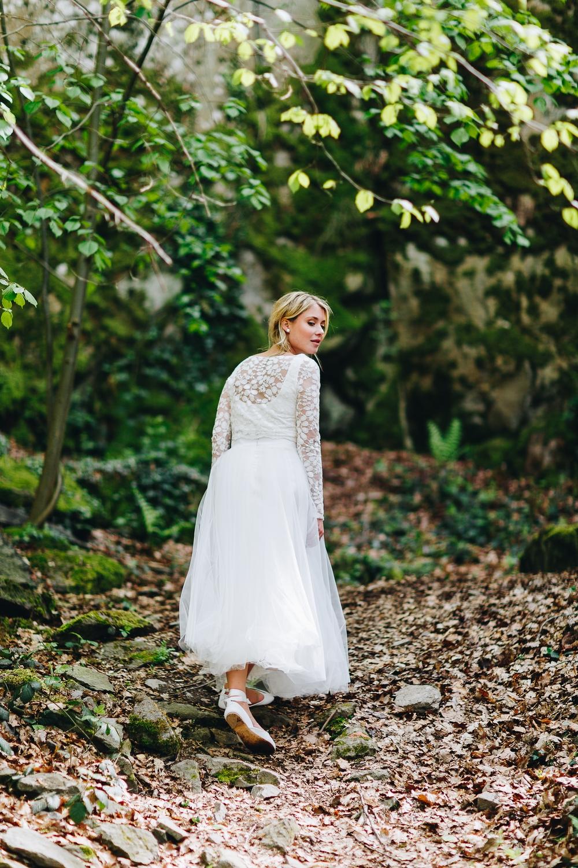noni Brautkleider 2018 - jetzt entdecken! | Brautkleid schlicht, mit Ärmel und Spitze (Foto: Le Hai Linh)