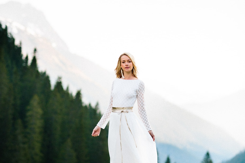 noni Brautkleider 2019 | Brautkleid, schlicht, mit geometrischer Spitze für die Hochzeit (Foto: Jennifer Nilsson, Le Hai Linh)