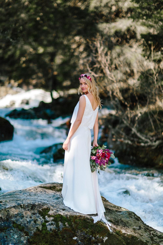 noni Brautkleider 2019 | Brautkleid schlicht, mit Spitze und Trägertop  (Foto: Le Hai Linh)