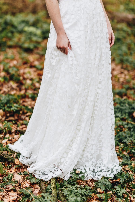 Brautkleid schlicht, mit Spitze und Tüllrock